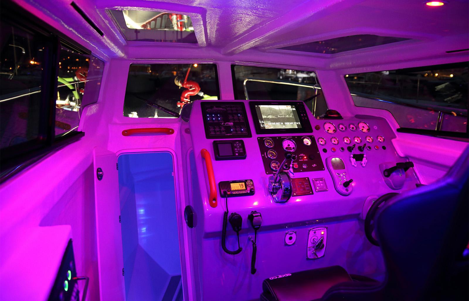 Battello cabinato multifunzione Stem 12 Fire Rescue
